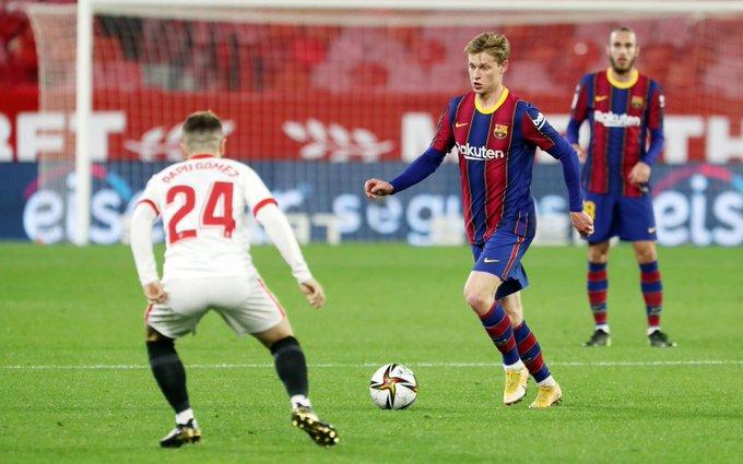 Frenkie de Jong in actie tegen Sevilla