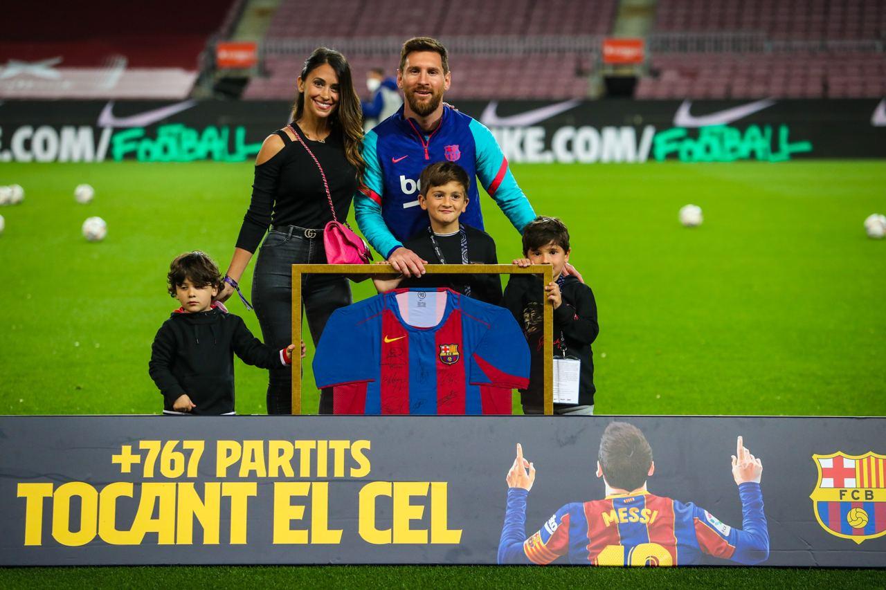 Lionel Messi en zijn gezin voorafgaand aan de aftrap tegen Real Valladolid