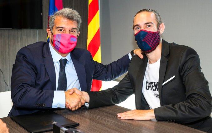 Mingueza tekent een nieuw contract bij FC Barcelona